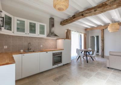 Villa-Peyrigue-cuisine-ouverte